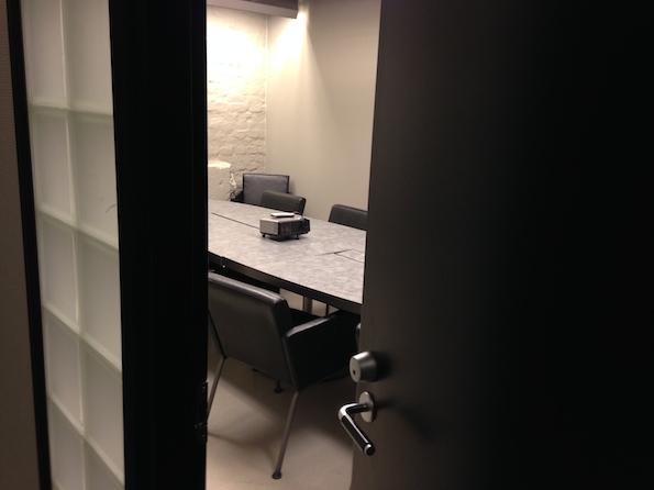 Ovi auki toimistoon