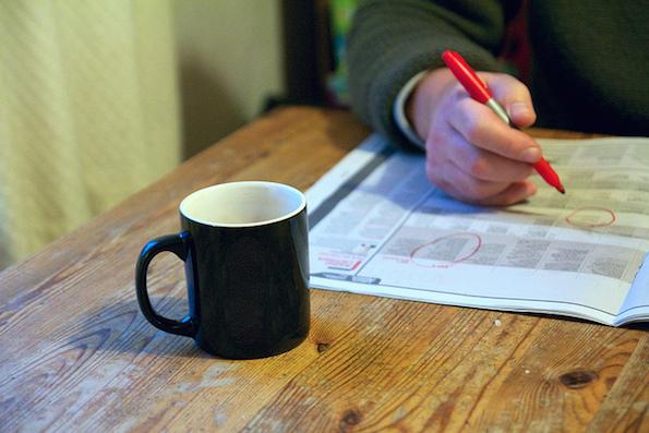 Kahvikuppi ja kirjoitustyö