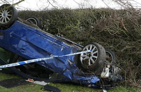 Auto katollaan onnettomuus