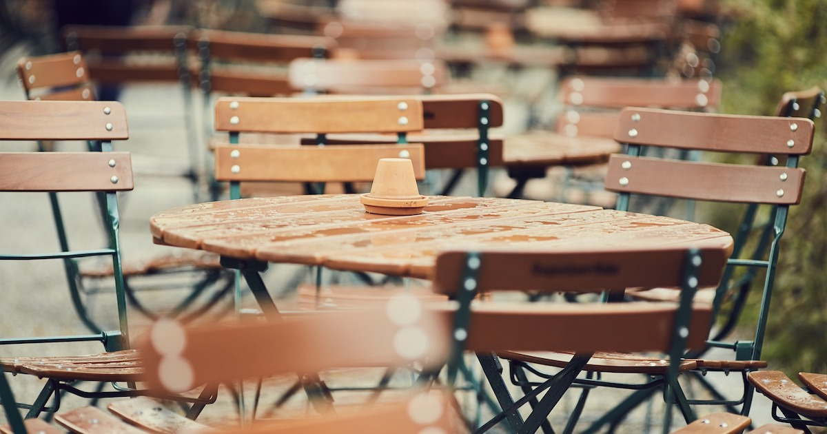 tyhjä kahvila